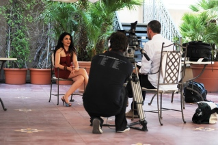 sul set per un'intervista rilasciata a Fashion Tv