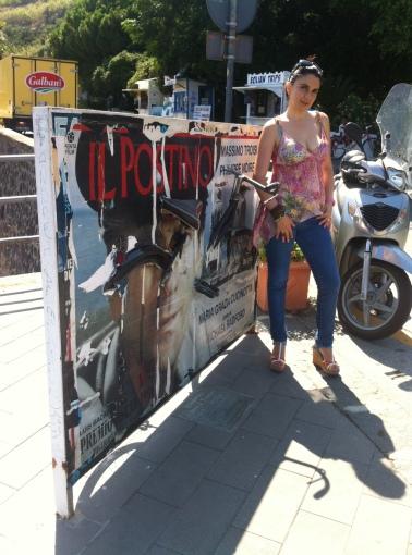Al MareFestival di Salina accanto alla scultura intitolata a Troisi